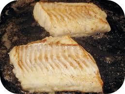cuisiner le dos de cabillaud à la poele pavé de cabillaud à la sauce poireau crevettes