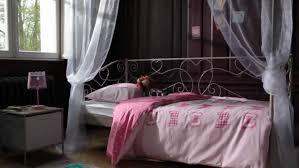 but chambre à coucher maison sa monde charme but blanc chambre coucher lit bois banquette
