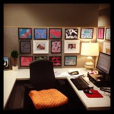 Cubicle Decoration Ideas In Office by 54 Ways To Make Your Cubicle Less Lilly Pulitzer Patterns