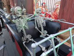 Halloween Theme Parks California by Review Queen Mary U0027s Dark Harbor Delivers Memorable Haunts Both