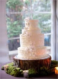 A Favorite Cake Stand For Rustic Wedding Is Tree Log Or Stump Using Very Simple And The Beauty Lies In Various Ways Wood Can Be