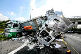 Avoiding Truck Accidents | Reyna Injury Lawyers