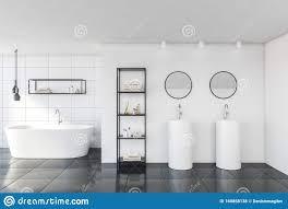 weiß geflieste badezimmer mit waschbecken und badewanne