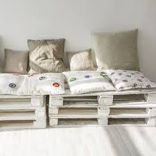 canapé en palette de bois toutes les transformations de meubles en palette magazine avantages