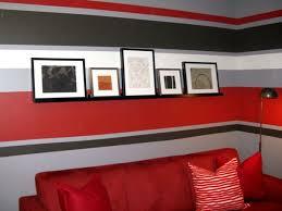 wandgestaltung rote streifen an der wand zimmer farben