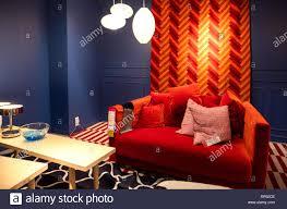 frankreich sep 9 2017 rote wohnzimmer sofa mit