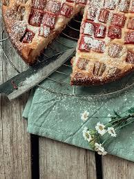 veganer rhabarberkuchen mit puddingcreme