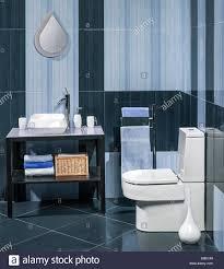 detail einem modernen badezimmer mit waschbecken