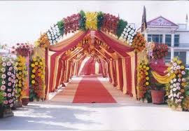 Flowers Are An Integral Part Of Every Indian Wedding You Can Decide To Have Your Entire Stage Decorated With Fresh Give It A Heavenly Look