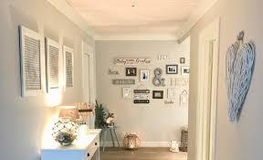 einrichtungstrend gallery wall bilderwand beachhouse living