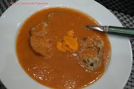 cuisine soupe de poisson soupe de poisson avec un reste de cabillaud dans la cuisine de
