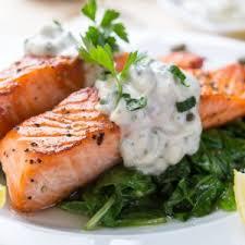 pavé de saumon rôti sauce tartare à l aneth jeunes pousses