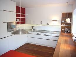 küche mit edelstahl und eichenarbeitsplatte und 2 farbig