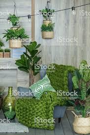 wohnzimmer mit sessel und vielen pflanzen konzept der wohnzimmer innenraum haus stockfoto und mehr bilder atelier
