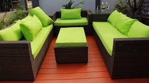 sitzecke auf dem balkon einrichten 3 gemütliche ideen