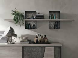 regal aus laminat und lackiertem metall für wohnzimmer