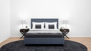 elegantes schlafzimmer oder hotelzimmer mit doppelbett und