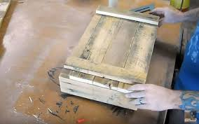 you can build a wooden ammo box from a pallet