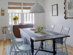 Coastal Beach Cottage Dining Room With Blue And White Stripe Rug