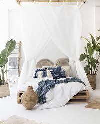 chambre et mélange de bleu beige et blanc pour la chambre et spécialement