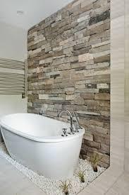 naturstein wandverkleidung im modernen badezimmer bad