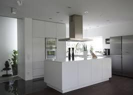 weiße hochglanz küche mit kochinsel modern küche