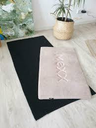 weicher badteppich in schwarz und beige creme frisch gewaschen