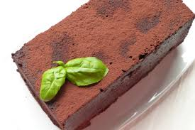 schokoladenkuchen mit sichuan pfeffer und basilikum