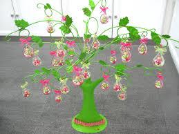 deco coccinelle pour bapteme arbre vert avec gouttes coccinelle idee deco bapteme