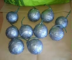 des boules de pétanque piégées retrouvées près de la préfecture de