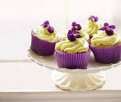 This mode of decoration is an extremely simple way to brighten up a basic cupcake
