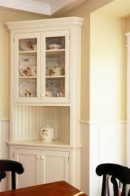 traditioneller eingebauter eckschrank in weiß corner
