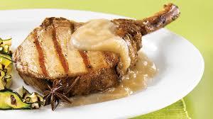 côtelettes de porc grillées compote à la poire et à l anis étoilé