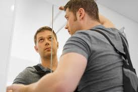 spiegelschrank aufhängen ohne bohren die alternativen