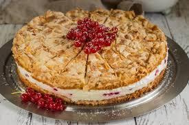 johannisbeer baiser torte zucker stückchen