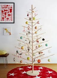 4 Minimalist Wood Christmas Trees With Great Aesthetic Values