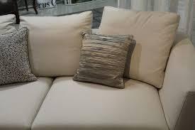 astuce pour nettoyer canapé en tissu la technique simple mais infaillible pour nettoyer un canapé en