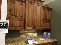 Homecrest Cabinets Vs Kraftmaid by Cinnamon Maple Kraftmaid Cabinets Cherry Antique Chocolate With