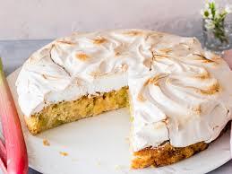 rhabarberkuchen mit baiser der klassiker nach oma s rezept