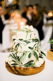 Beautiful Rustic Theme Wedding Cake