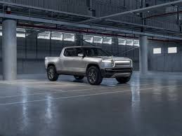 Rivian R1T Electric Truck First Look | Kelley Blue Book
