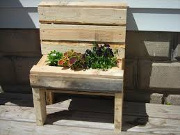 Unique Garden Decor Tip On A Budget That This Idea Of DIY Pallet Bench Planter Came In Our Mind