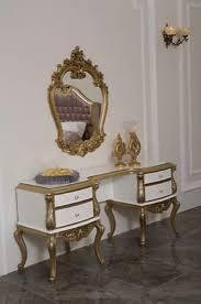casa padrino luxus barock schlafzimmer kommode mit elegantem wandspiegel weiß gold massivholz schrank mit spiegel schlafzimmer möbel im