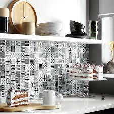 credence cuisine noir et blanc les carreaux de ciment la tendance du moment l1401060111 habiller