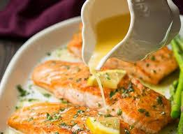cuisiner filet de saumon recette facile de saumon au beurre à l ail et citron la meilleure