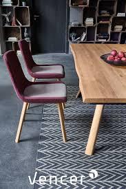 esszimmermöbel aus massivholz tisch mit natürlicher