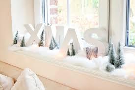 weihnachts deko für die fensterbank zu hause im wohnzimmer