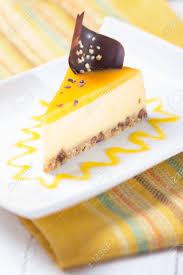 mango crème brûlée kuchen mit schokolade dekoration