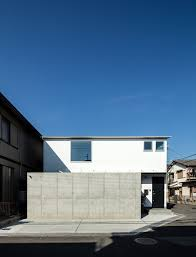 100 Wall Less House S By Coil Kazuteru Matumura Architects More With Less