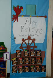 Kindergarten Christmas Door Decorating Ideas by Best 25 Pirate Door Ideas On Pinterest Pirate Theme Pirate